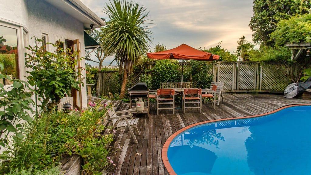 Swimmingpool als Außenausstattung der Ferienwohnung