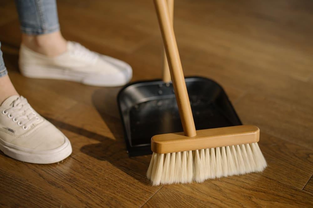 materiales de limpieza en un alquiler a larga estancia