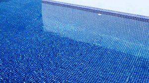 gefüllter Pool