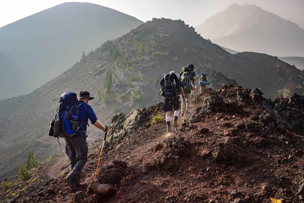 Senderismo de montaña de turismo interior