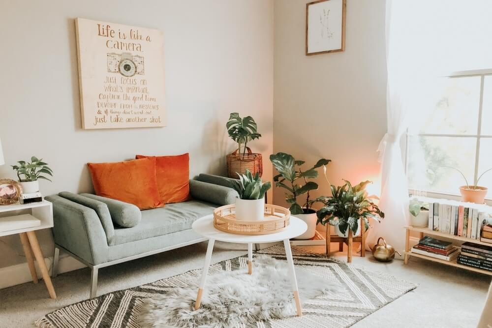 choose warm colors for your vacation rental living room