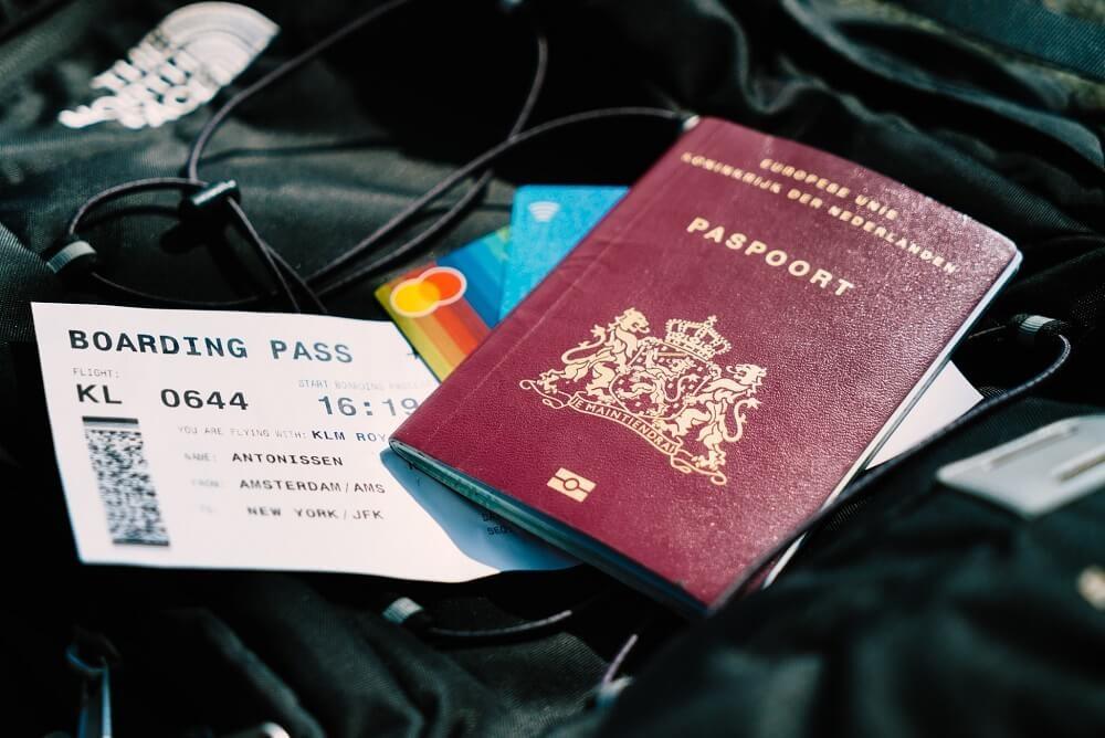 Documento de identidad de huésped en alojamiento vacacional