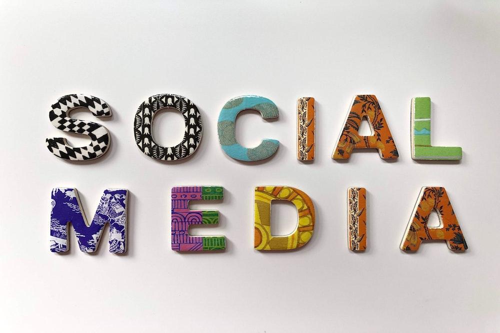 Utiliser les réseaux sociaux pour développer sa marque de location saisonnière