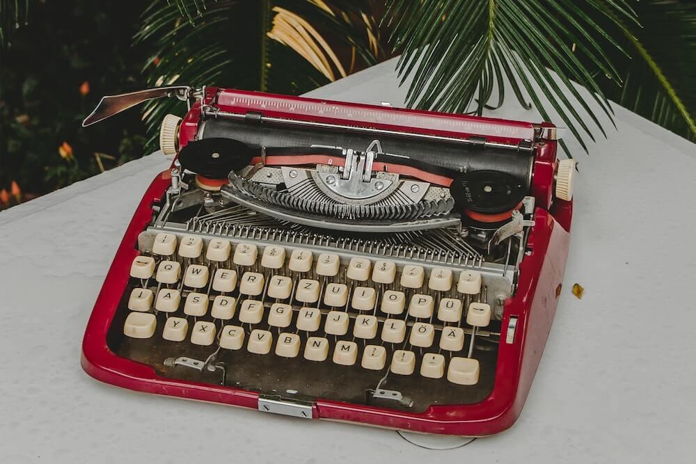 Airbnb copywriter