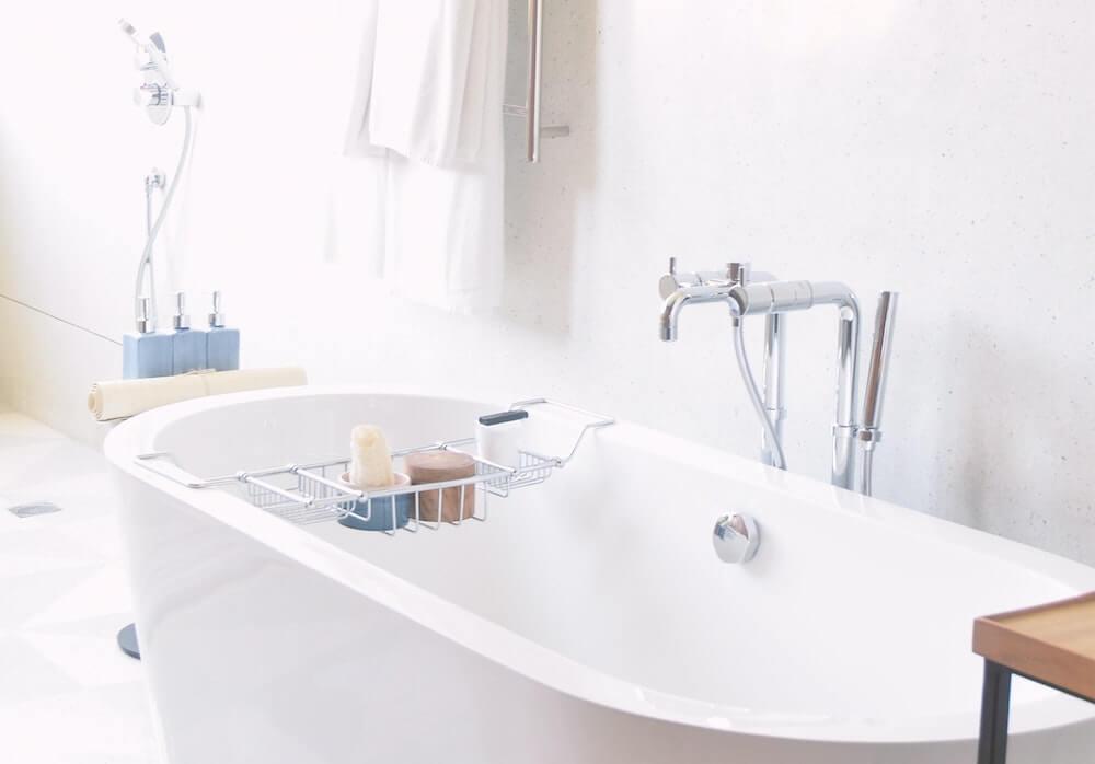 Airbnb toiletries for bathtub